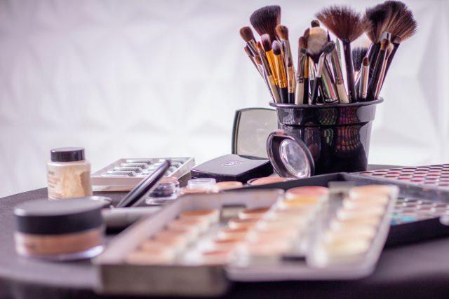 Podstawowe pędzle do makijażu oka