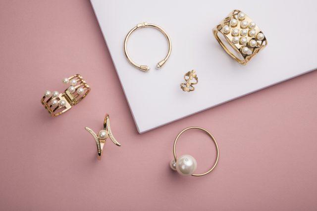 Jak pielęgnować złotą biżuterię?