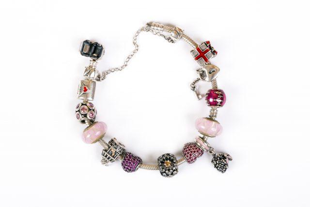 Modna biżuteria dla kobiet – inspiracje